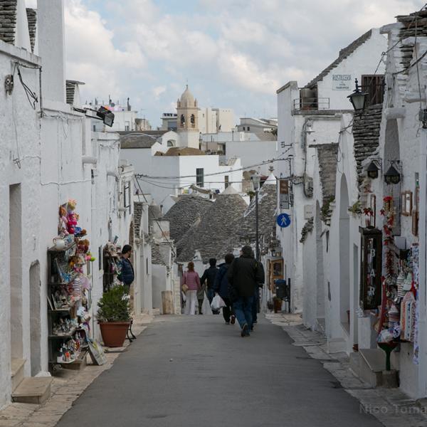 Alberobello - Vie del centro storico.bari ncc