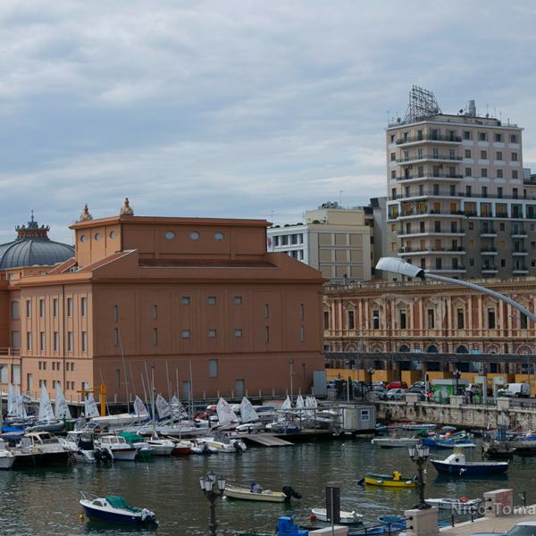 Bari Noleggio con Conducente - Porto turistico di Bari