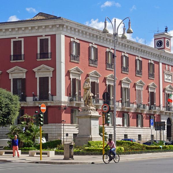Bari Noleggio con Conducente - Palazzo Prefettura