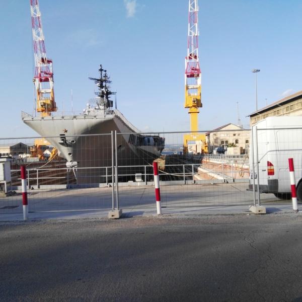 Portaerei Garibaldi in cantiere a Taranto