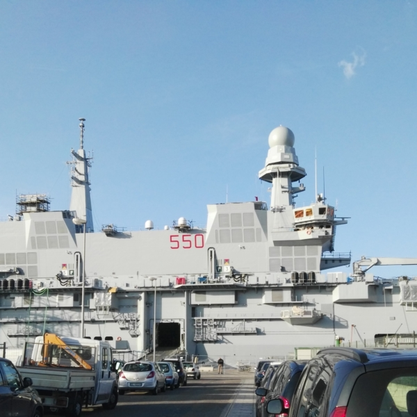 Portaerei Cavour , ammiraglia a Taranto-