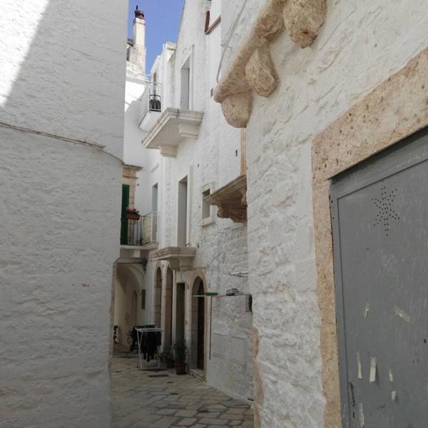 Via del centro storico-Locorotondo ncc