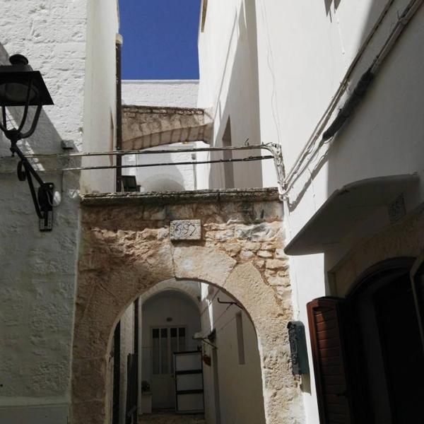 locorotondo Arco tipico nel centro storico-BARI NCC